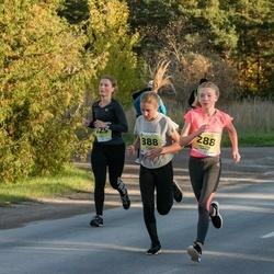 45. Saaremaa kolme päeva jooksu noortejooks - Anni Mae Kuum (125), Reminella Kappet (288), Rebeka Koit (888)