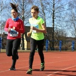 Haapsalu maanteejooks - Kristen Meier (325), Elina Meier (326)