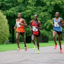 Tallinna Maraton - Bernard Cheruiyot Sang (2), Moses Too (4), Moses Mbugua Gaikariga (8)