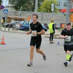 Tallinna Maraton - Pekka Virta (832), Edijs Bogomolovs (3159)