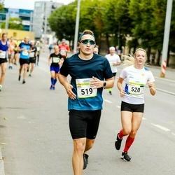 Tallinna Maraton - Arto Tõnnis (519), Maarja Maarjakõiv (520)