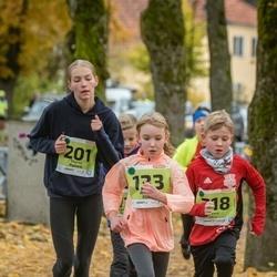 46. Saaremaa kolme päeva jooksu noortejooks - Adeele Ruus (133), Marili Paimre (201)