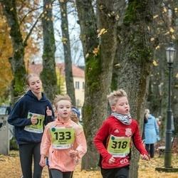46. Saaremaa kolme päeva jooksu noortejooks - Adeele Ruus (133), Edward Ollino (318)