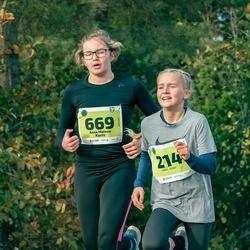 47. Saaremaa kolme päeva noortejooks - Emma Runge (214), Anna Malena Kuris (669)