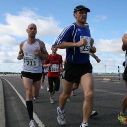 SEB Tallinn Maraton - JUHANA MYLLYNIEMI (211), AARNE LUUD (229), JUHAN KOMPUS (252)