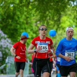 Helsinki Half Marathon - Tuomo Hamunen (367), Sari Pulkkinen (1745)
