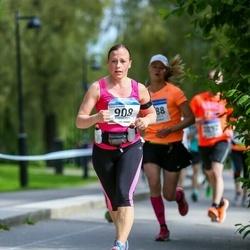 Helsinki Half Marathon - Sanna Koskinen (908)