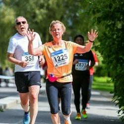 Helsinki Half Marathon - Matti Halme (358), Tuula Lunden (1225)
