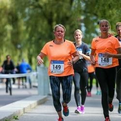 Helsinki Half Marathon - Mikaela Busk (148), Maria Busk (149)