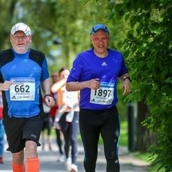Helsinki Half Marathon - Anssi Kaarnalehto (662), Harri Ruokola (1897)