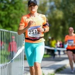 Helsinki Half Marathon - Emmi Väisänen (2512)