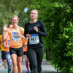 Helsinki Half Marathon - Aino Herlevi (441), Marika Laakko (1009)
