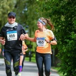 Helsinki Half Marathon - Tiina Hissa (465), Kari Hissa (466)