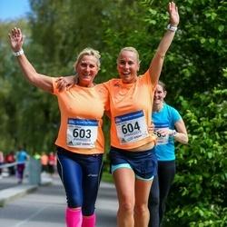Helsinki Half Marathon - Julika Janson (603), Grete Janson (604)