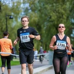 Helsinki Half Marathon - Tuomas Kokkonen (858), Milja Poskiparta (1735)