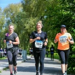 Helsinki Half Marathon - Minna Korhonen (884), Salla Kyhälä (988), Henriikka Tuuli (2311)