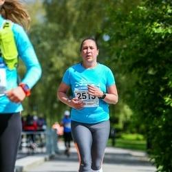 Helsinki Half Marathon - Mari Väisänen (2513)