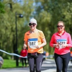 Helsinki Half Marathon - Minna Iso-Heiniemi (587), Marja Sauramäki (2012)
