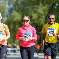 Helsinki Half Marathon - Paavo Kauppinen (766), Marja Sauramäki (2012)