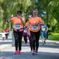 Helsinki Half Marathon - Teija Pahkajärvi (1608), Hanne Röyttä (1927)