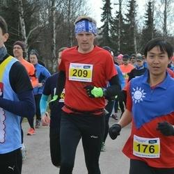Helsinki Spring marathon - Shih Chi Lin (176), Ilpo Huolman (209)