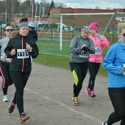 Helsinki Spring marathon - Emmi Kalaniemi (1101), Sirja Nuolioja (1103)