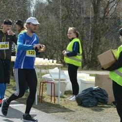 Helsinki Spring marathon - Petri Welling (120), Harri Holma (263)