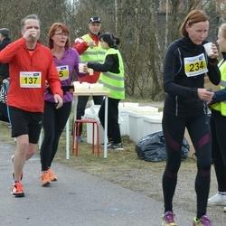 Helsinki Spring marathon - Jukka Sarpila (137), Satu Ovaskainen (234)