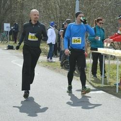 Helsinki Spring marathon - Simo Ruohonen (85), Tomi Nojonen (254)