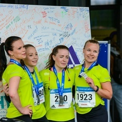 Helsinki Half Marathon - Anna Sihvo (220), Petronella Primetta (1923)