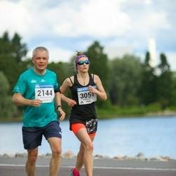 Helsinki Half Marathon - Juha Santikko (2144), Sisko Salmiheimo (3057)