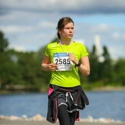 Helsinki Half Marathon - Elisa Vuolli (2585)