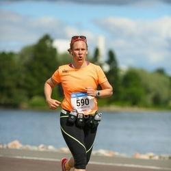 Helsinki Half Marathon - Elli Furuholm (590)