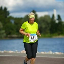 Helsinki Half Marathon - Sanna Hyvämäki (831)
