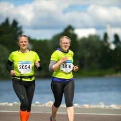 Helsinki Half Marathon - Emilia Parkkinen (1816), Hanne Röyttä (2054)