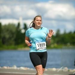 Helsinki Half Marathon - Teele Pern (1859)