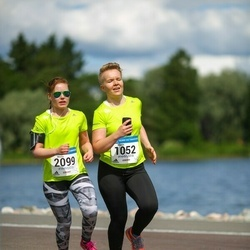 Helsinki Half Marathon - Martta Kela (1052), Minna Saarinen (2099)