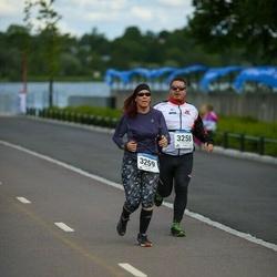 Helsinki Half Marathon - Jyrki Heinonen (3258), Outi Heinonen (3259)
