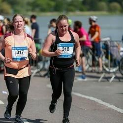 Helsinki Half Marathon - Kristiina Leinonen (317), Maria Leinonen (318)