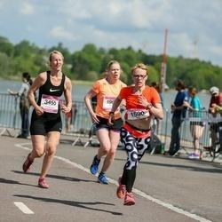 Helsinki Half Marathon - Mia Kujala (1590), Susanna Laine (3455)