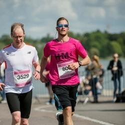 Helsinki Half Marathon - Daniel Cohen (806), Mika Toiviainen (3529)