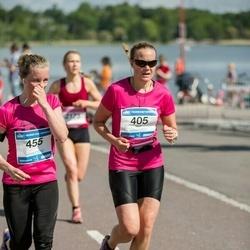 Helsinki Half Marathon - Heli Tuoriniemi (405), Laura Meski (455)