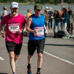 Helsinki Half Marathon - Tomi Hämynen (1226), Miko Pietila (2454)