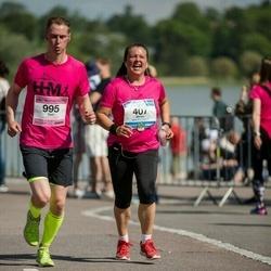 Helsinki Half Marathon - Minna Turunen (407), Toni Hakala (995)