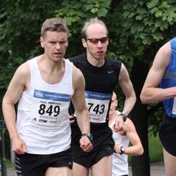 Helsinki Half Marathon - Ilkka Lariola (743), Jussi Makkonen (849)