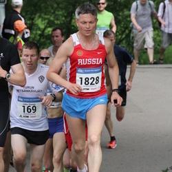 Helsinki Half Marathon - Jukka Elomaa (169), Sergei Nikolaev (1828)