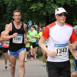 Helsinki Half Marathon - Mika Savolainen (1342), Joni Kokkonen (1787)