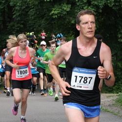 Helsinki Half Marathon - Joni Kokkonen (1787), Julia Lappalainen (1800)