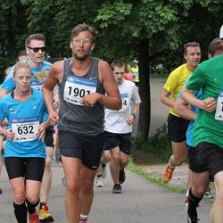 Helsinki Half Marathon - Anu Koskenkorva (632), Antti Jylhä-Ollila (1774), Olli Laaksonen (1901)
