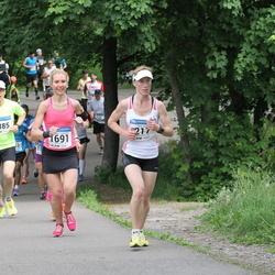 Helsinki Half Marathon - Tiina Grön (217), Johanna Virtaniemi (1691)